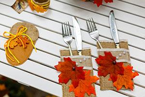 Photo de couverts avec de beaux couteaux de table